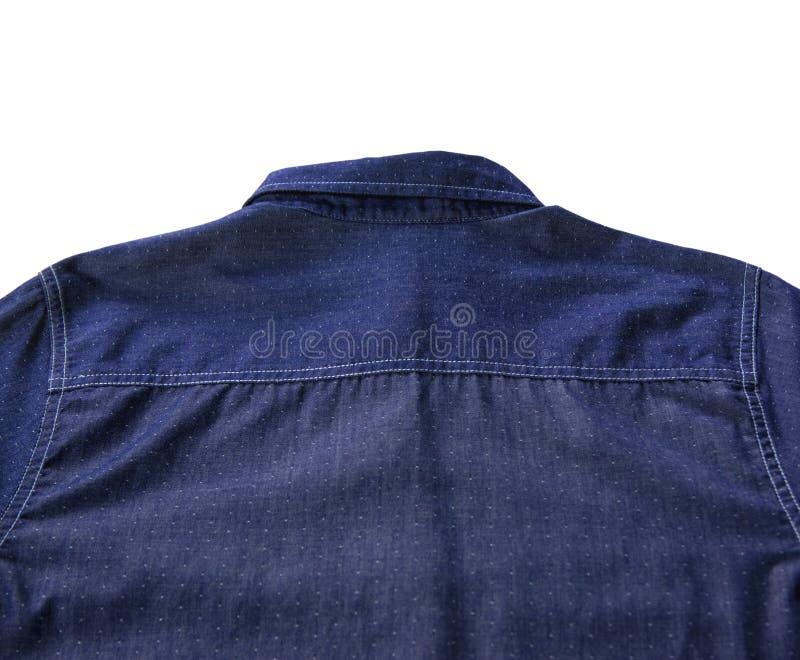 De achtertextuur van blauw overhemd maakte van zuiver die katoen op witte achtergrond wordt geïsoleerd royalty-vrije stock afbeeldingen