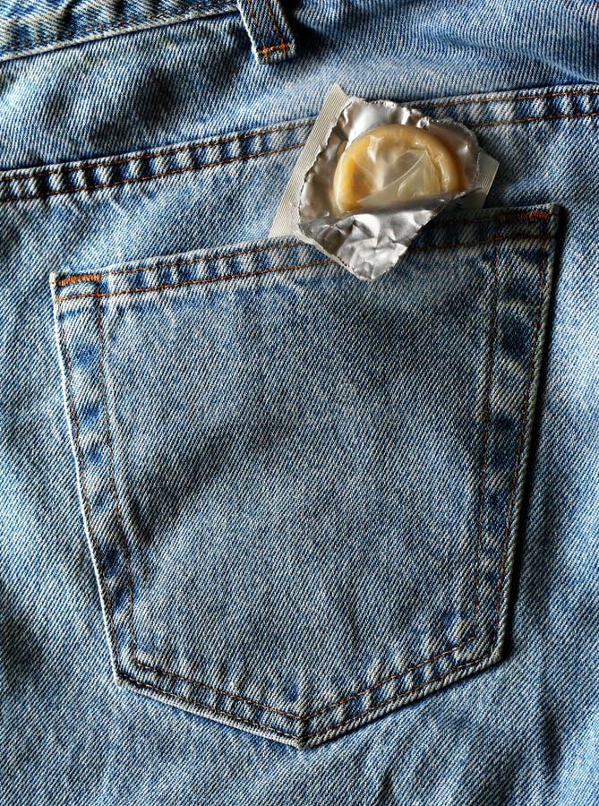 De achterzak van het condoom royalty-vrije stock afbeelding