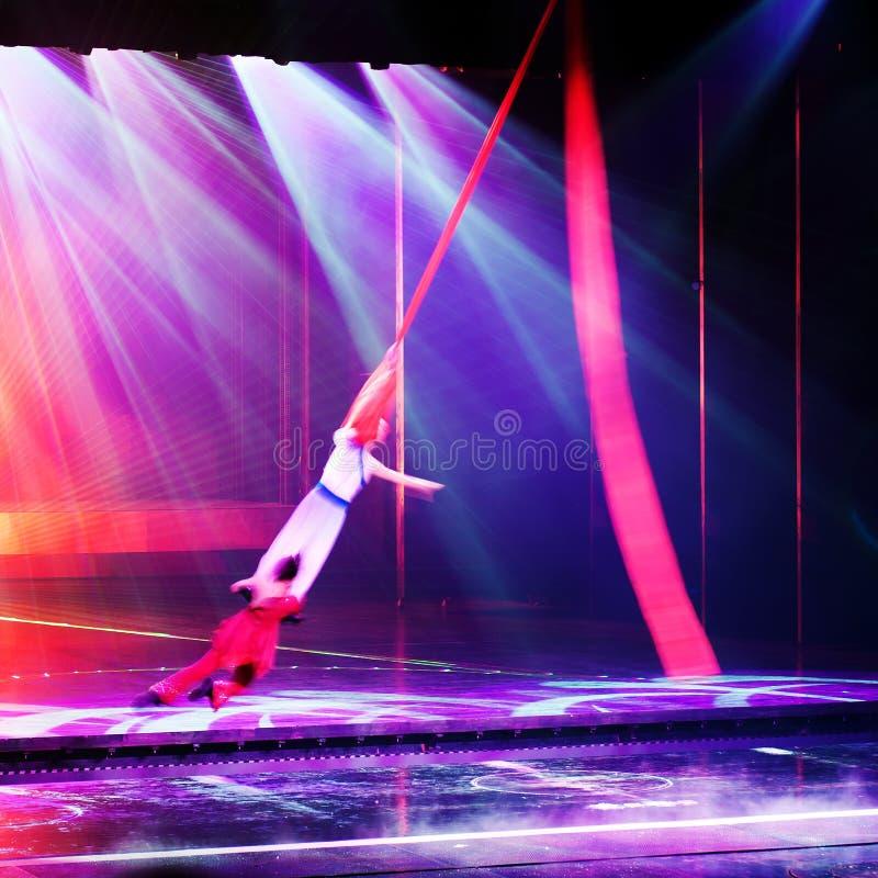 De acrobatiek van het stadium royalty-vrije stock afbeeldingen