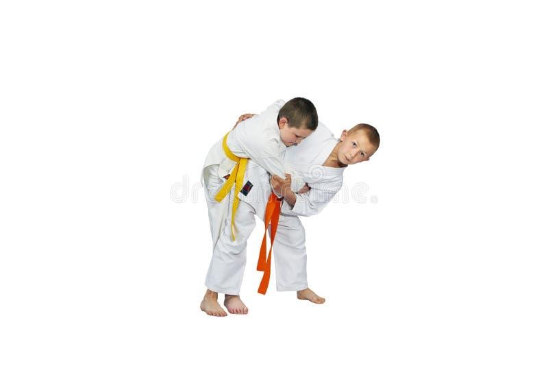 De actieve atleten leiden judotechniek op royalty-vrije stock fotografie