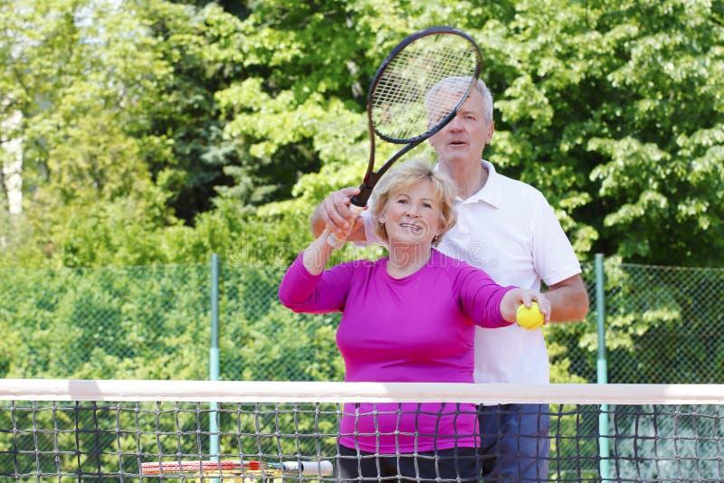 De actieve Hogere Spelers van het Tennis royalty-vrije stock foto