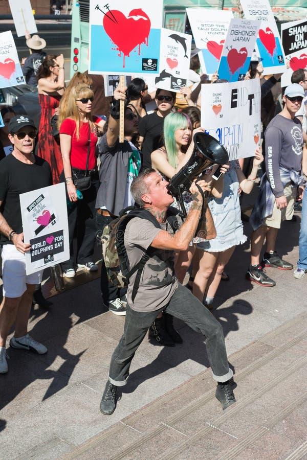De activisten voor het consulaat van Japan in Los Angeles om de dolfijnen te protesteren slachten in Taiji royalty-vrije stock afbeeldingen