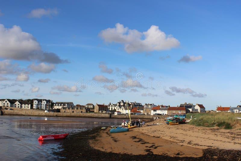 De activiteit van watersporten op havengebied, Elie, Fife stock foto