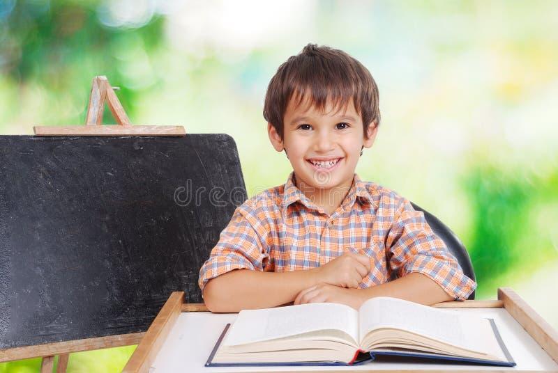De activiteiten van het onderwijs in de voorzijde van kleine raad royalty-vrije stock foto's