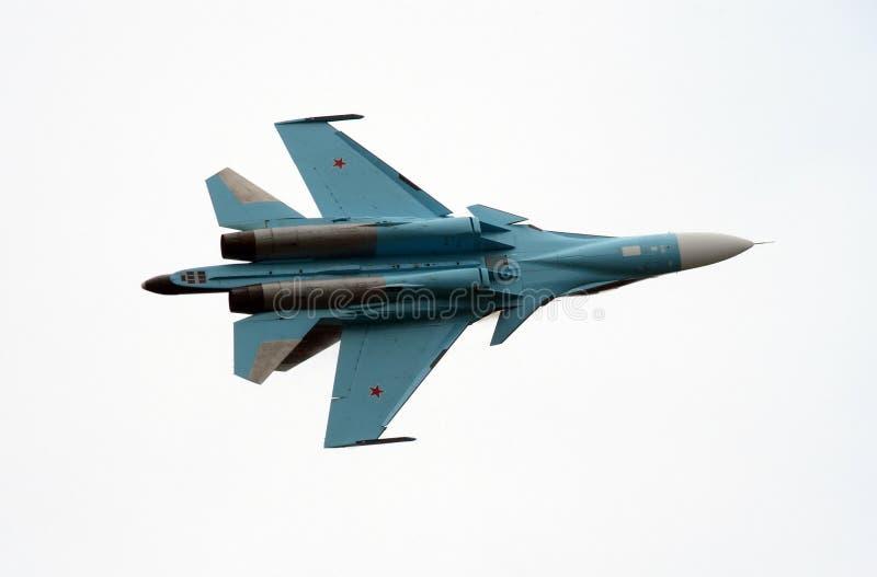 De aerobatic Falcons för lag su-27 av Ryssland i himlen över Zhukovsky royaltyfri foto
