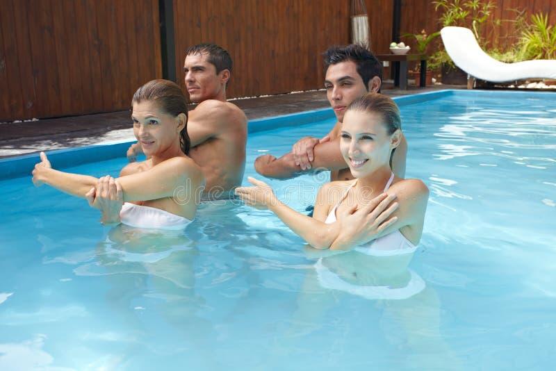 De aerobics van het water in zwembad royalty-vrije stock foto's