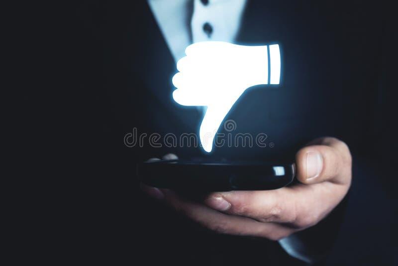 De afkeerpictogram van de mensenholding Sociaal media concept stock afbeelding