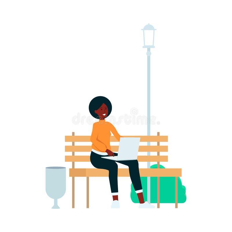 De afrikaans-Amerikaanse vrouw zit met laptop op het beeldverhaalstijl van de parkbank vector illustratie