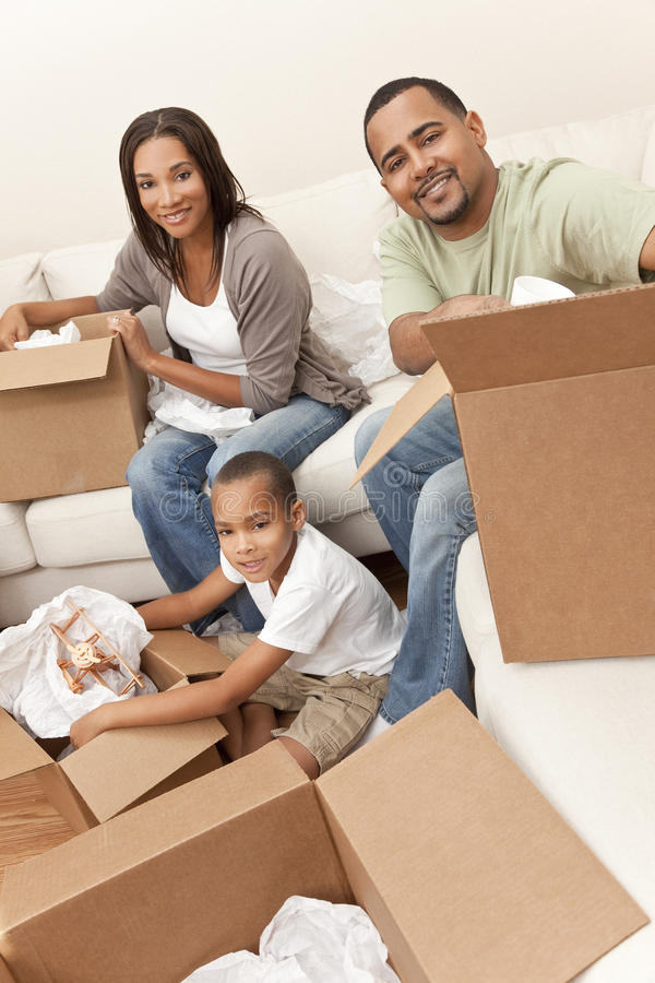 De Afrikaanse Amerikaanse Beweging Hom van de Dozen van de Familie Uitpakkende