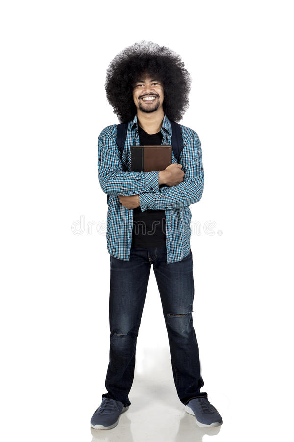 De Afrostudent kijkt zeker met boek royalty-vrije stock foto's