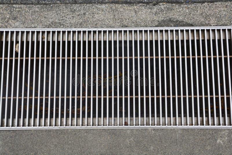 De afvoerkanaaldekking, de dekking van het het waterriool van de metaalstraat stock foto's