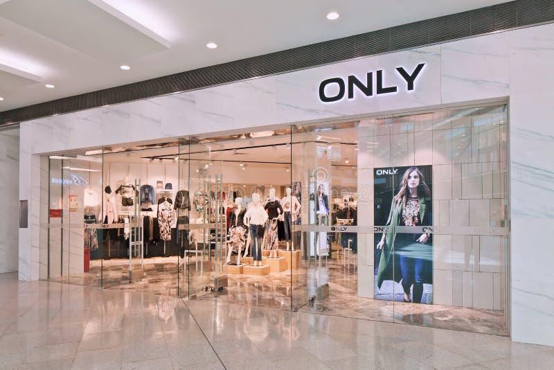 De afzet van de manier slechts kleding in Livat-Winkelcomplex, Peking, China stock fotografie
