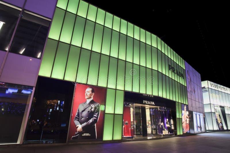 De afzet van Prada bij nacht, Dalian, China royalty-vrije stock foto's