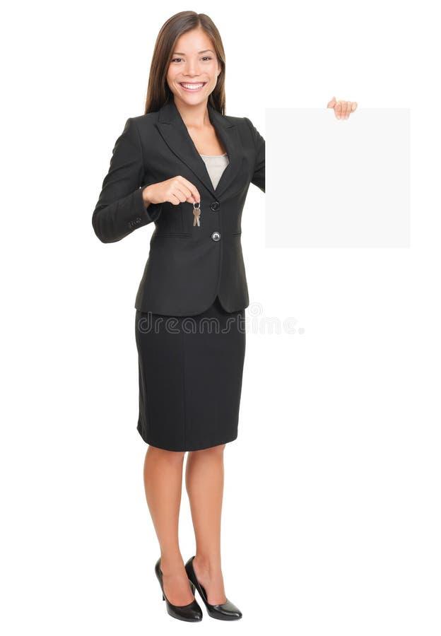 De agent die van onroerende goederen teken toont stock foto