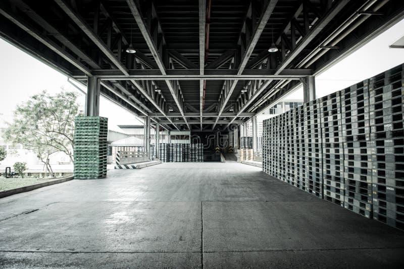 1 de agosto de 2019 almacén de almacenamiento de la cerveza de Pathumthani Tailandia imagen de archivo