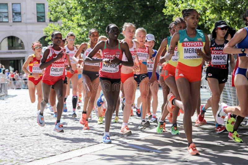 6 de agosto ` 17 - maratona dos campeonatos do atletismo do mundo de Londres: Mergia fotografia de stock