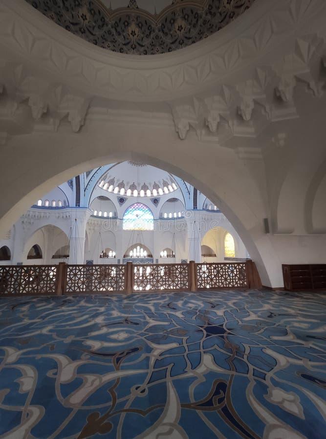 4 de agosto de 19 opinião do pátio da MESQUITA de CAMLICA em Istambul, Turquia A mesquita de Camlica ? a mesquita a mais grande d fotografia de stock