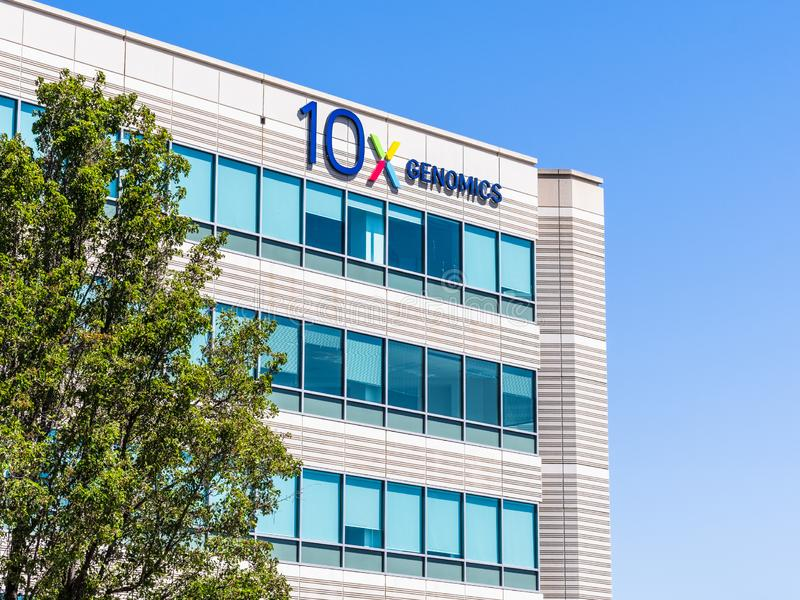 25 de agosto de 2019 Pleasanton / CA / USA - sede da 10x Genomics no Vale do Silício; Genômica 10x é uma biotecnologia americana fotografia de stock royalty free