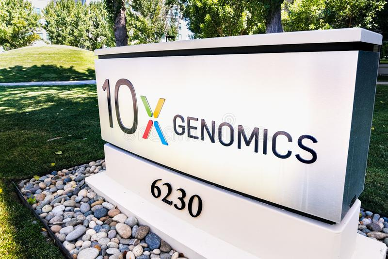 25 de agosto de 2019 Pleasanton / CA / USA - 10x sede de Genomics en Silicon Valley; 10x Genomics es una biotecnología norteameri fotografía de archivo libre de regalías
