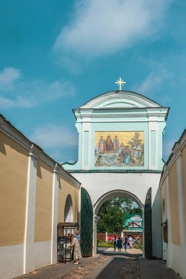 4 de agosto de 2018. Rusia la ciudad de Kostroma en el Monasterio Ipatiev de la Santísima Trinidad del Volga. Editorial fotografía de archivo libre de regalías