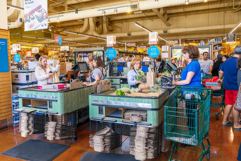 10 de agosto de 2019 San Mateo / CA / EUA - Feiras de cheques de caixa de lojas da área de San Francisco, sul foto de stock royalty free