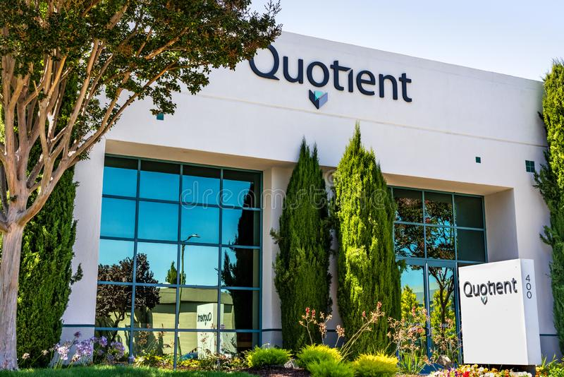 1 de agosto de 2019 Sunnyvale/CA/los E.E.U.U. - oficinas de Quotient Limited QTNT en Silicon Valley; El cociente actúa en la aten fotos de archivo libres de regalías