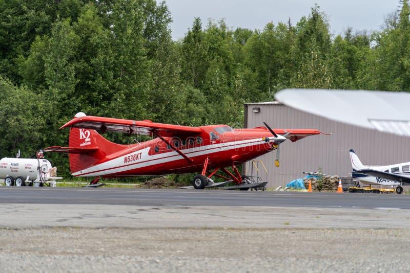 9 DE AGOSTO DE 2018 - TALKEETNA, ALASKA: Acepille para K2 la aviación, compañía flightseeing en Alaska Avión del castor de Havill fotos de archivo