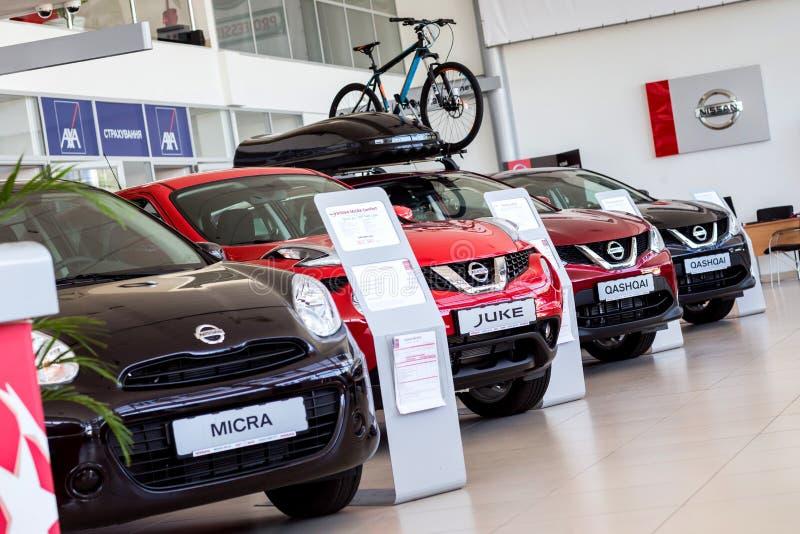 07 de agosto de 2017 - Vinnitsa, Ucr?nia Sala de exposi??es de Nissan imagens de stock royalty free