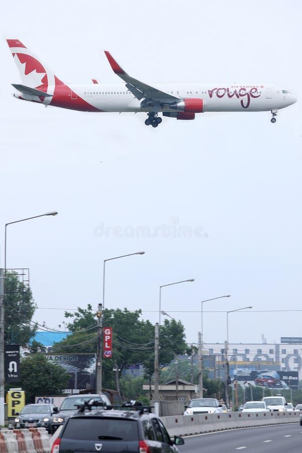 De Air Canada do vermelho voo primeiramente a Bucareste fotos de stock royalty free