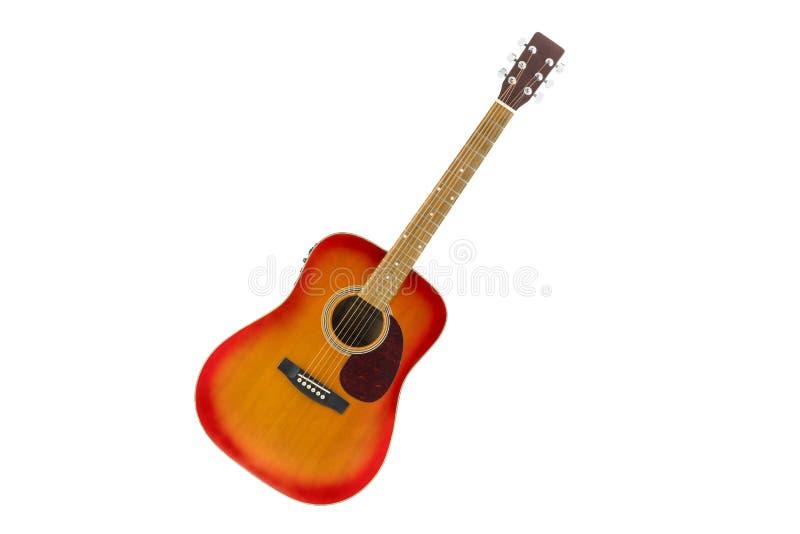 De akoestische gitaar van de kersenzonnestraal op witte achtergrond royalty-vrije stock foto