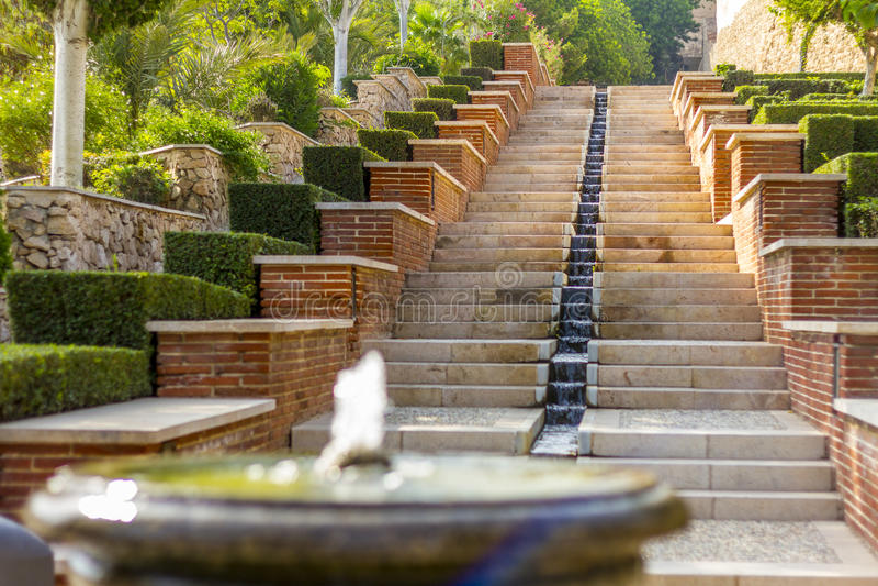 De Alcazaba trädgårdarna arkivfoton