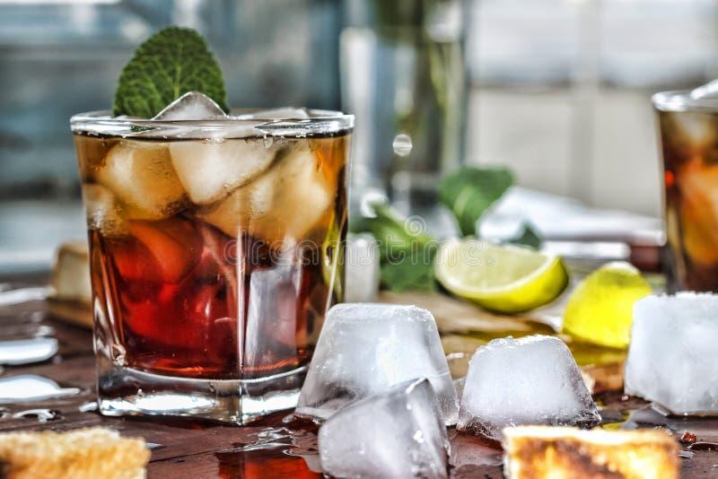 De alcoholische drank van de rumverfrissing stock fotografie