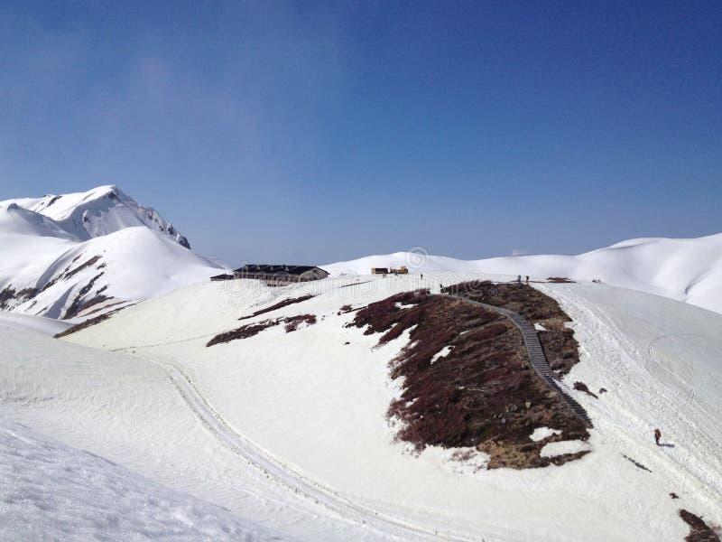 De Alpiene Route van Tateyamakurobe (de Alpen van Japan), Japan stock afbeeldingen