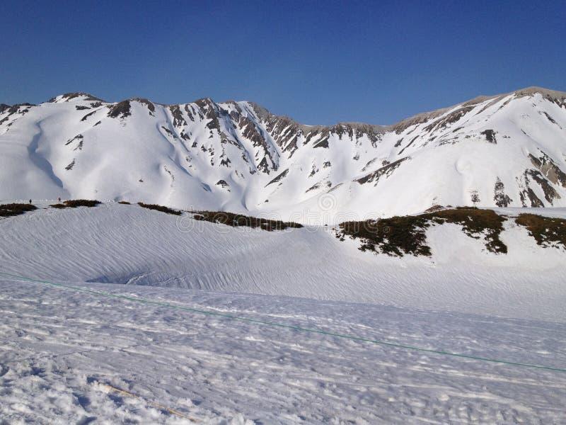 De Alpiene Route van Tateyamakurobe (de Alpen van Japan), Toyama Japan royalty-vrije stock afbeelding