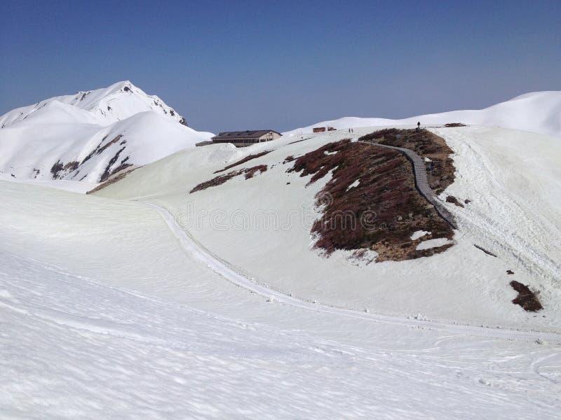 De Alpiene Route van Tateyamakurobe (de Alpen van Japan), Toyama, Japan stock fotografie