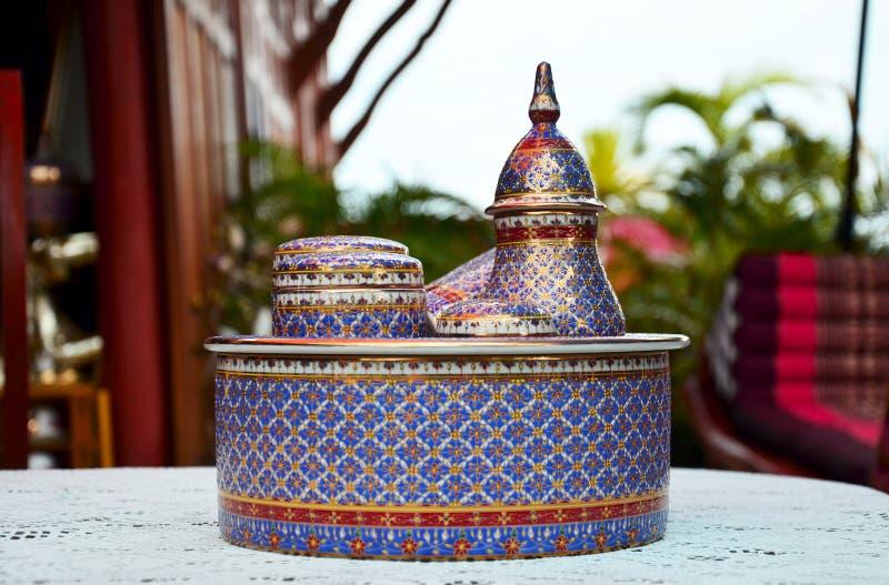 De ambacht Benjarong is traditionele Thaise vijf basiskleurenstijl pott royalty-vrije stock foto's