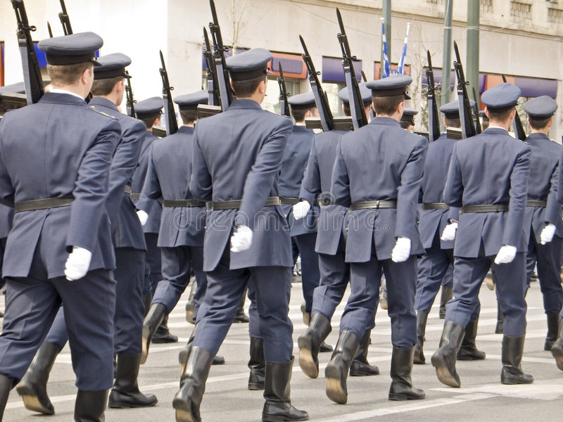 De Ambtenaren die van het leger in Parade marcheren stock afbeelding