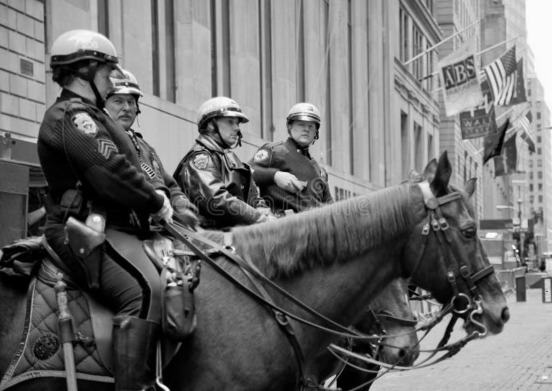 De ambtenaren van de de Stadsbereden politie van New York op Wall Street royalty-vrije stock afbeelding