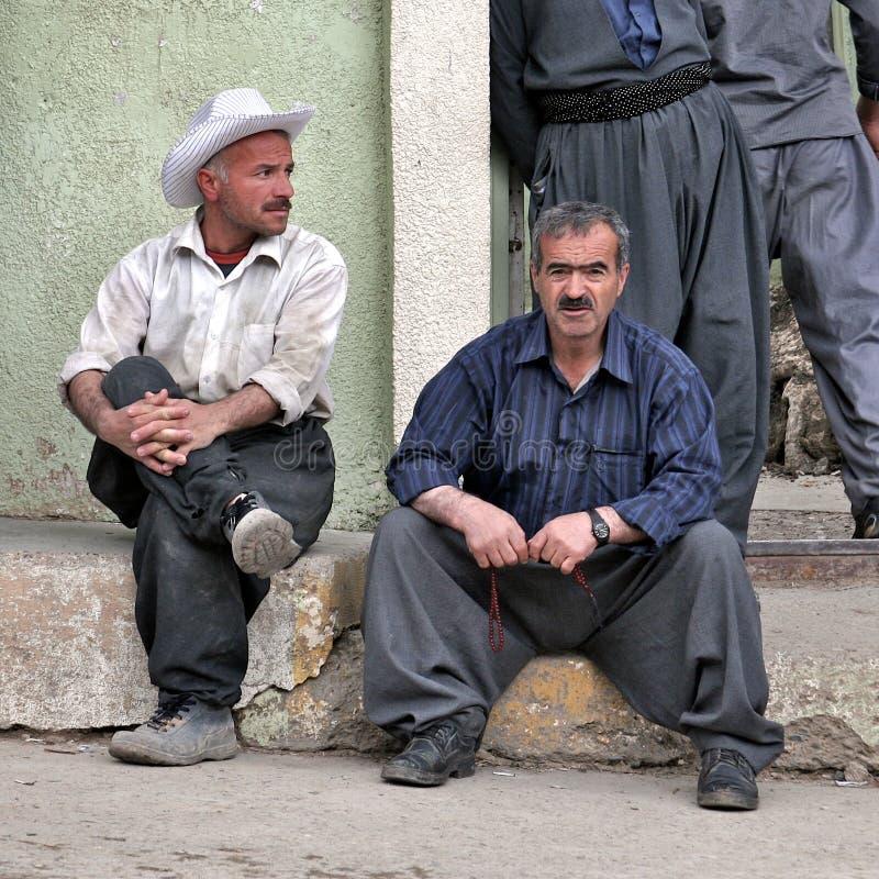 De Amerikaanse invloeden van typische Mensen de manier en in Iraaks Koerdistan. Irak. stock afbeeldingen