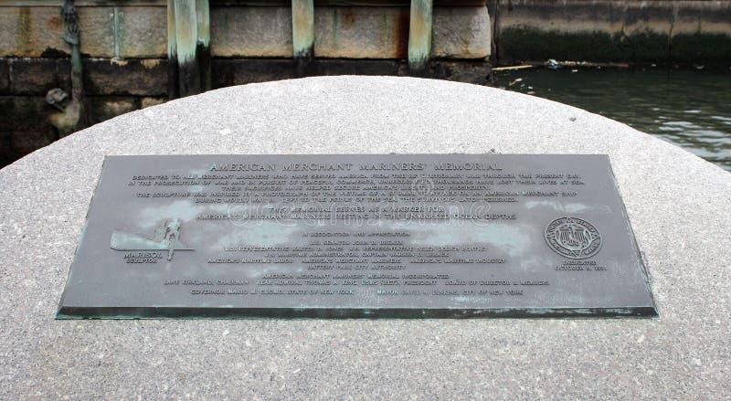 De Amerikaanse Koopvaardij HerdenkingsdiePlaque van Mariner ` s bij Batterijpark wordt gevestigd in Manhattan van de binnenstad stock fotografie