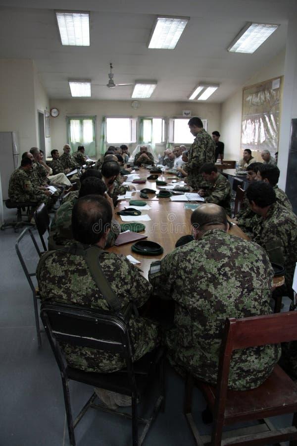 De Amerikaanse Militairen leiden Afghaans Leger op royalty-vrije stock afbeelding