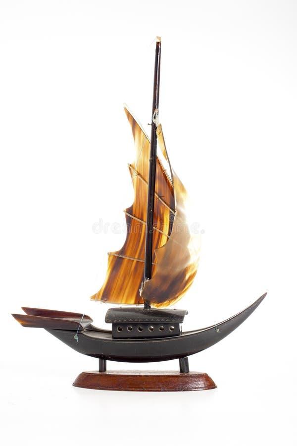 De antieke houten boot van het zeemansschip op geïsoleerde whitre studioachtergrond royalty-vrije stock fotografie
