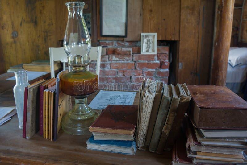 De antieke Leraar Desk van het Schoolhuis stock fotografie