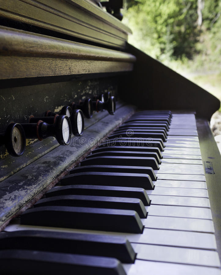 De antieke Sleutels van de Piano stock afbeeldingen