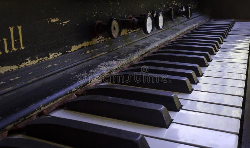 De antieke Sleutels van de Piano stock afbeelding