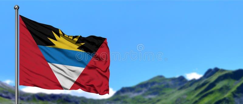 De Antigua en Barbuda markeren het golven in de blauwe hemel met groene gebieden bij berg piekachtergrond Het Thema van de aard royalty-vrije stock foto