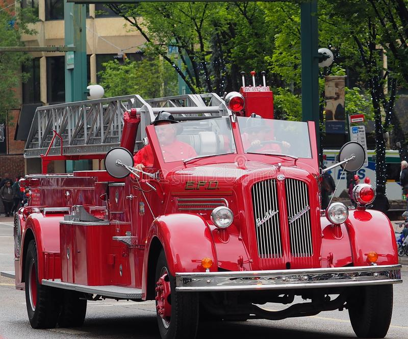 De antiquiteit herstelde Brandvrachtwagen in KDays-Parade stock fotografie