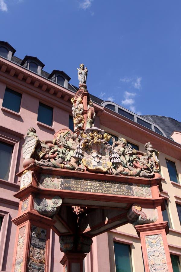 De antiquiteit trekt goed in Mainz royalty-vrije stock foto