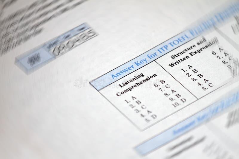 De antwoordsleutel voor test Engelse test kiest het juiste antwoord Meerkeuzetestexamen voor studenten in school, universiteit en stock foto's