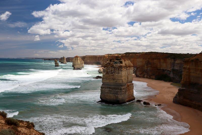 De 12 apostlarna Port Campbell, stor havväg i Victoria 12 apostlar nära port Campbell, den stora havvägen i Victoria, Australien fotografering för bildbyråer